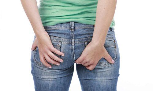 Пораженный геморроидальный узел болит из-за ишемии и давления на близлежащие нервные окончания