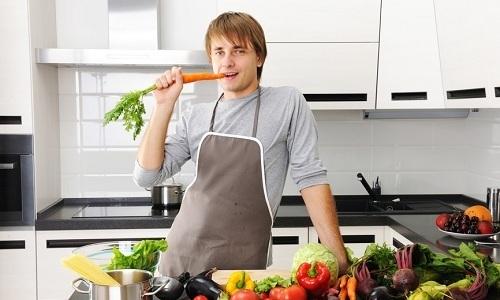 Правильная диета способствует уменьшению интенсивности кровотечений из геморроидальных узлов, повышает эластичность сосудов, расположенных в области заднего прохода, и снижает частоту обострений геморроя