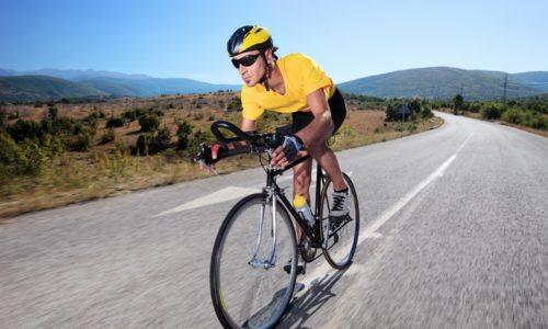 Врачи настоятельно не рекомендуют при геморрое катание на велосипеде