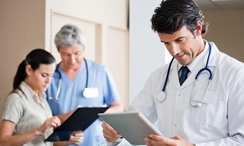 """Опытные медики утверждают, что крем """"Здоров"""" можно использовать только в качестве дополнительного средства в комплексной терапии геморроя"""