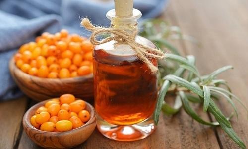 Облепиховое масло используют для пропитывания тампонов и вставления в прямую кишку
