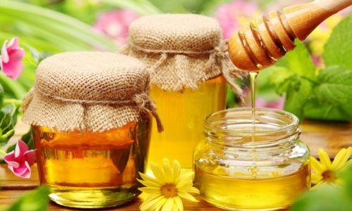 Мед и продукты пчеловодства - природные лекари практически от всех болезней. Помогут они и от геморроя