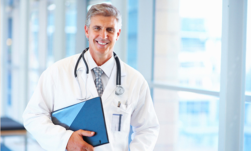 Лечением геморроя занимается врач-колопроктолог