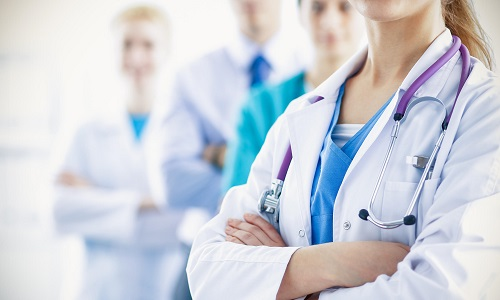 Больному рекомендуется посетить колопроктолога, который проведет полную диагностику заболевания, и других специалистов, чтобы исключить наличие возможных проблем