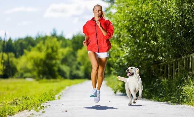Дополнять лечение следует регулярными физическими нагрузками