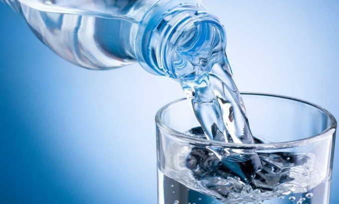 Для предупреждения болезни рекомендуется регулярно выпивать 1,5-2 л чистой питьевой воды