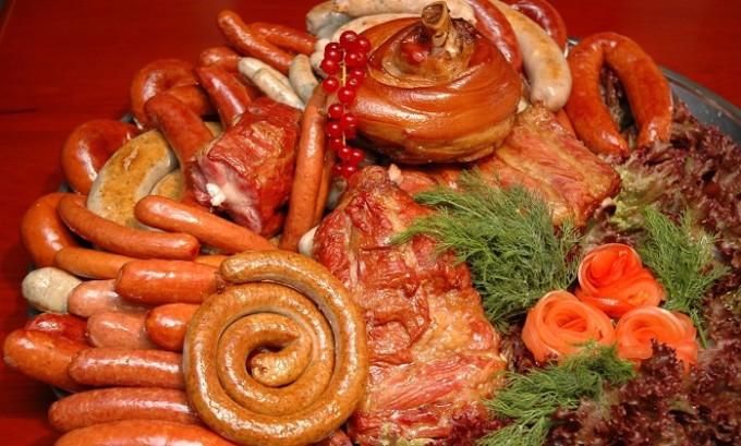 Злоупотребление острой и жирной пищей может привести к развитию острого тромбоза