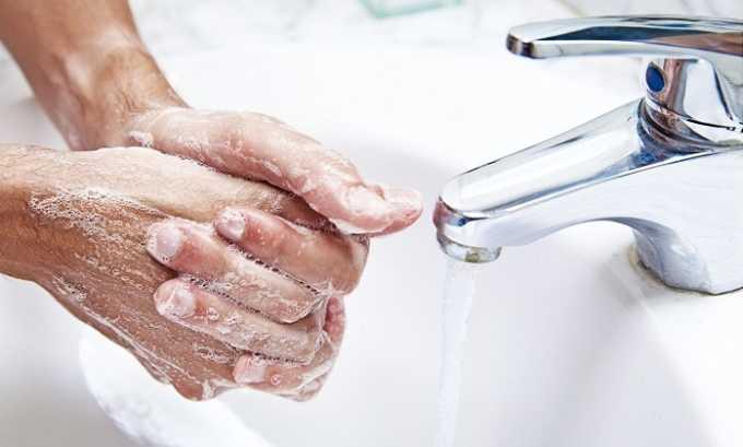 Очень важно перед введением свечи тщательно вымыть руки