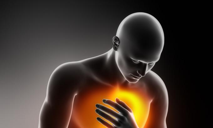 При сердечно-сосудистых заболеваниях применение льда для лечения геморроя противопоказано