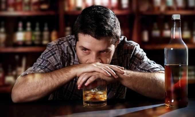 Появлению болезни способствует частое употребление алкоголя