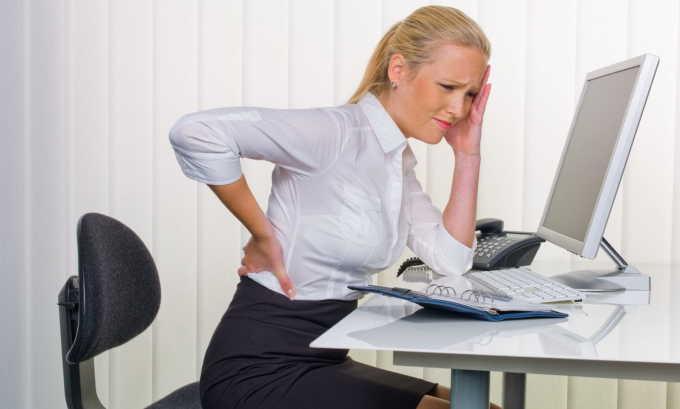 Сидячая работа способствует застою крови в области малого таза, регулярно оказывая повышенное давление на деформированные геморроем стенки сосудов