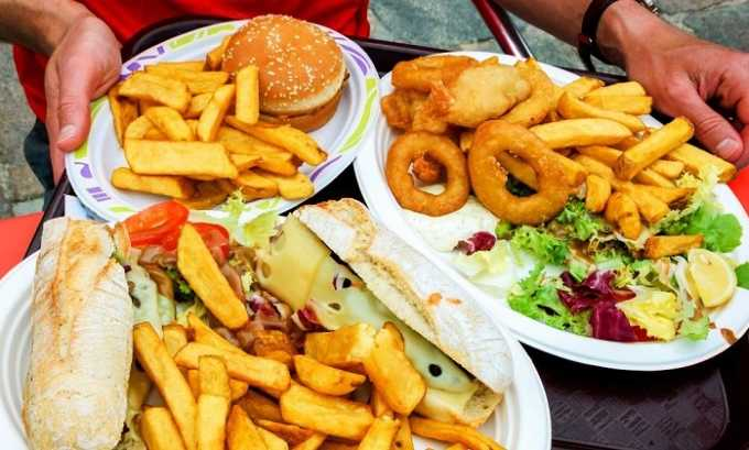 Неправильное питание может повлиять на возникновение геморроя