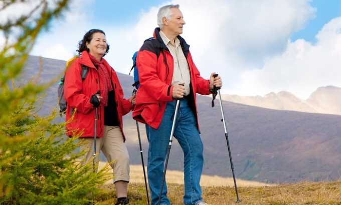 Пользу при лечении болезни принесет ходьба
