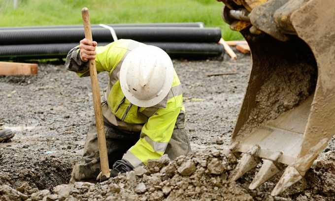Тяжелый физический труд может способствовать появлению и развитию геморроя