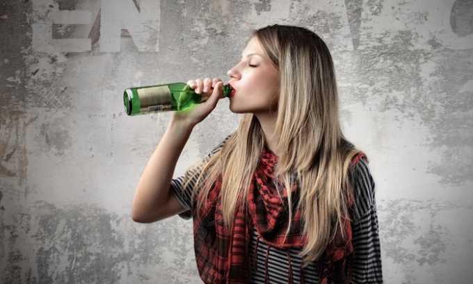 Подростки, которые употребляют алкоголь, могут страдать от геморроя