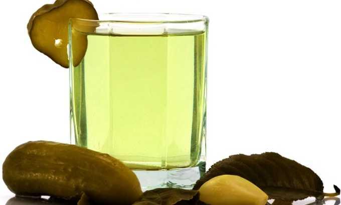 ООгуречный рассол. Если у человека имеются проблемы с опорожнением кишечника, ему рекомендуется регулярно употреблять рассол