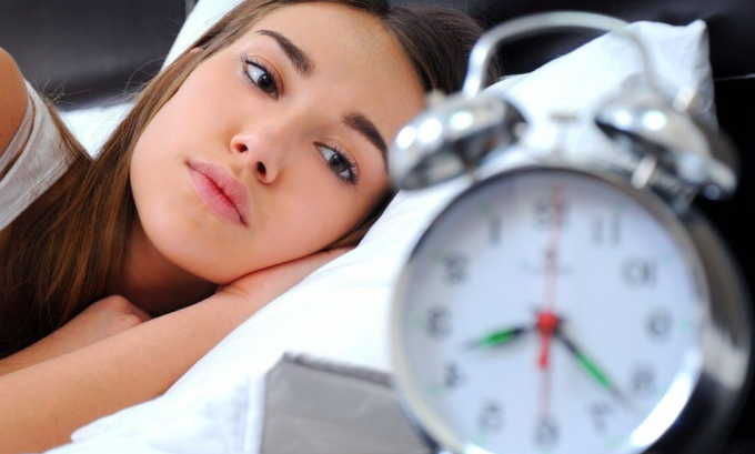 Для профилактики геморроя не лишним будет нормализовать режим отдыха и работы, отводя на ночной сон не менее 8 часов
