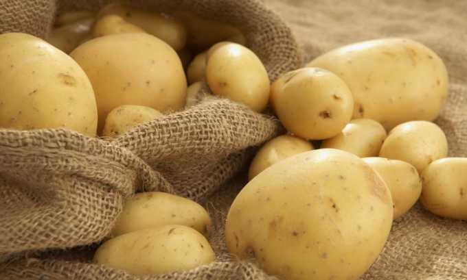 Из картофеля можно вырезать свечи или приготовить сок