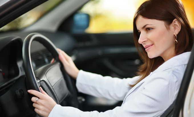 Чтобы не допустить развития геморроя, женщине по возможности необходимо отказаться от езды на автомобиле в пользу пеших прогулок