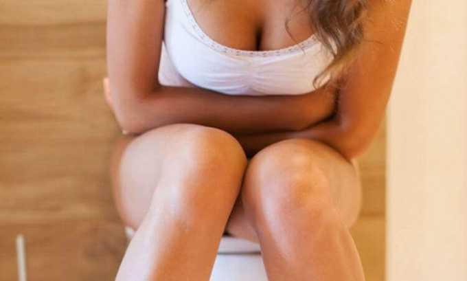 На начальной стадии заболевания появляются первые симптомы геморроя. Человек ощущает боль при дефекации