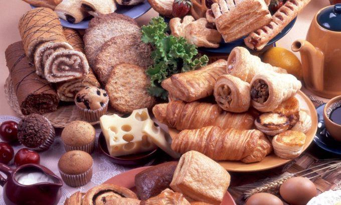 Злоупотребление сладостями приводит к развитию геморроя или его обострению