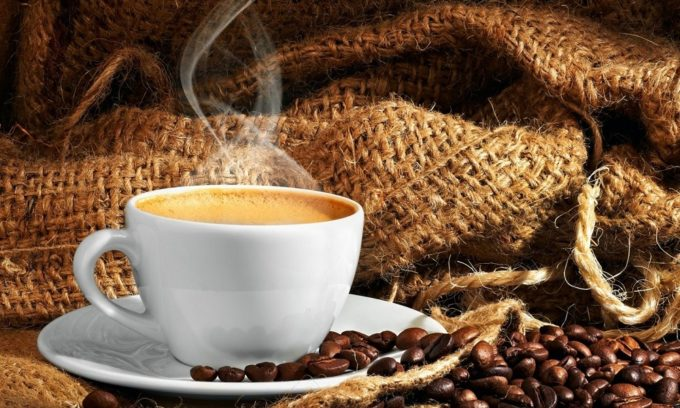Употребление кофе вызывает запоры, которые очень нежелательны при геморрое
