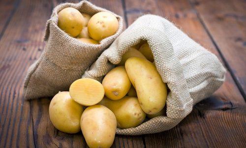 Если нет противопоказаний, беременной женщине можно использовать для лечения геморроя сырой картофель, который снижает зуд и заживляет ранки