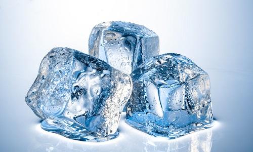 Воздействие льда при геморрое позволяет достичь лечебного эффекта