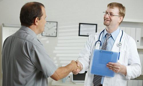 Перед началом применения лекарств нужно обращаться за помощью к врачу и применять средства после получения рецепта от проктолога