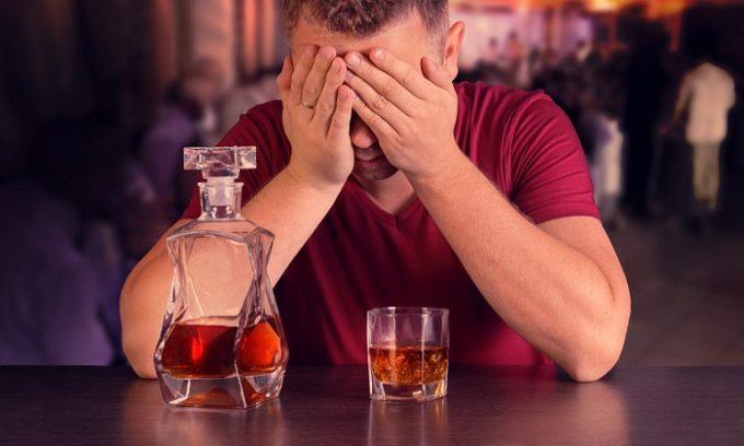 Злоупотребление алкоголем может привести к развитию геморроя