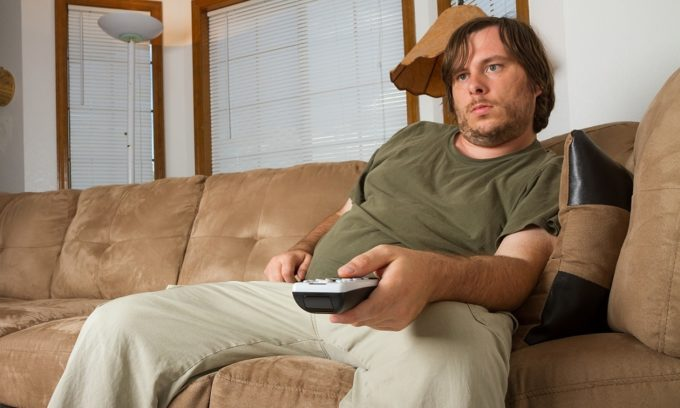Обострение геморроя часто возникает у людей, которые много времени проводят в положении сидя