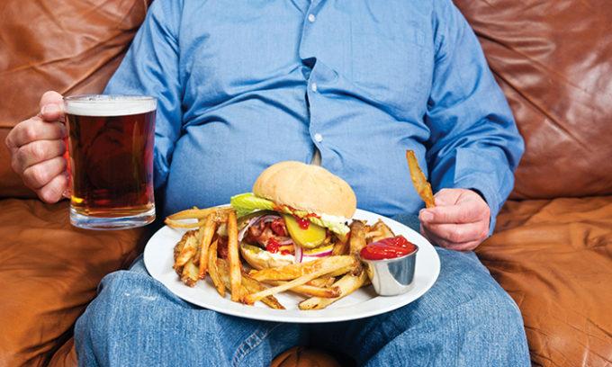 Причиной обострения геморроя является неправильное питание. Усугубляет тяжесть течения заболевания употребление алкоголя, пряностей, острых и соленых блюд