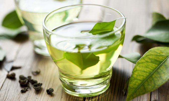 Из напитков при геморрое полезен некрепкий чай, в т. ч. зеленый