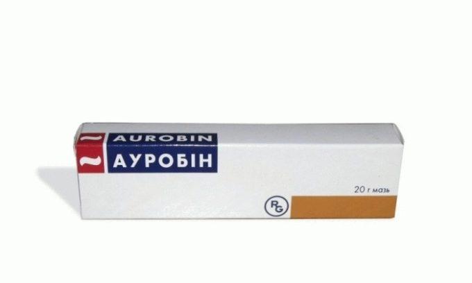 Ауробин производится в форме обезболивающих свечей и мази