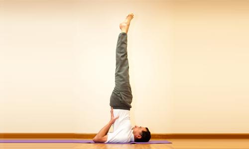 """Для лечения воспаления геморроидальных узлов в домашних условиях используются упражнения, способствующие восстановлению кровотока в сосудах прямой кишки. Наиболее эффективным считается """"Березка"""""""