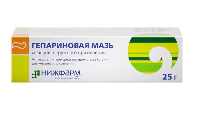 Гепариновая мазь оказывает противовоспалительное действие, улучшает отток крови из геморроидальных сплетений и понижает риск возникновения тромбоза