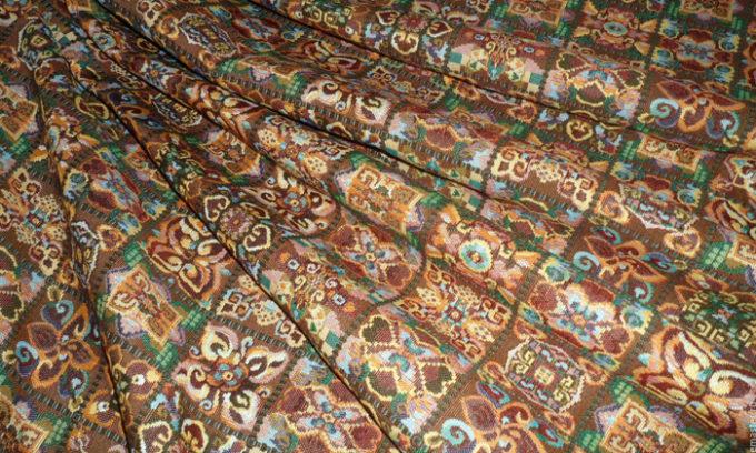 Гобеленовая ткань может быть использована для самостоятельного изготовления подушки от геморроя