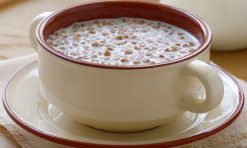 При геморрое на завтрак можно съесть кашу гречневую на молоке