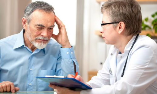 При появлении признаков заболевания необходимо обратиться к проктологу. Врач собирает анамнез и выполняет обследование прямой кишки