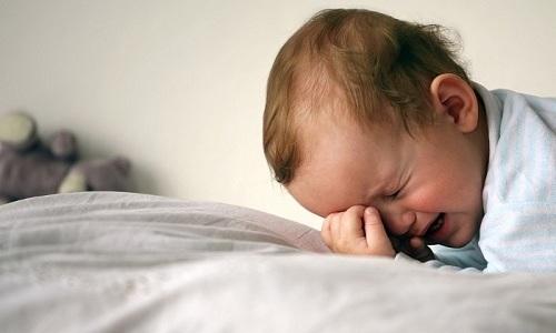 Причина развития геморроя у ребенка - это повышение давления в органах брюшины в результате продолжительного плача