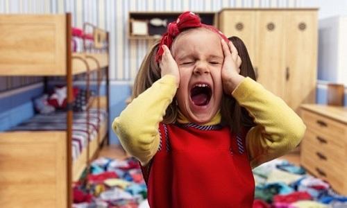 Ребенок 5 лет, страдающий от геморроя, становится очень раздражительным