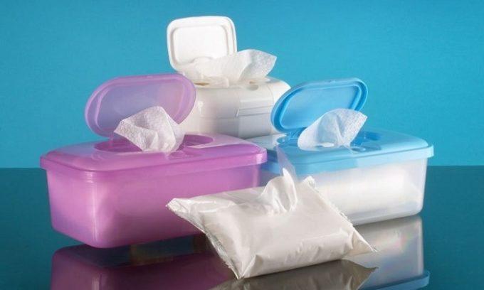 Затем следует тщательно промыть проблемную зону и вытереть ее бумажными салфетками