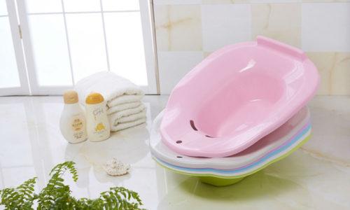Чтобы сделать горячую, теплую или холодную ванночку, желательно приобрести универсальный тазик для ванночек, который помещается на унитаз