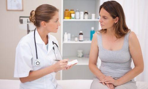 При постоянном появлении кала с кровью нужно обратиться к врачу для уточнения диагноза
