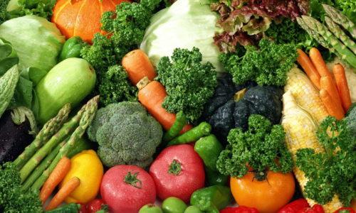 Для профилактики геморроя и облегчения симптомов лучше употреблять больше фруктов и овощей