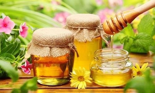 В отвар из плодов шиповника для улучшения вкуса можно добавить мед