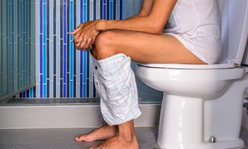 При выполнении упражнений врачи-колопроктологи рекомендуют проводить их после опорожнения кишечника